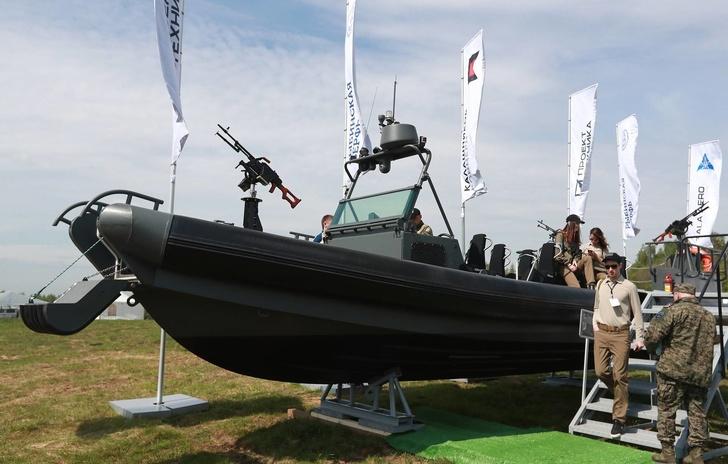 Скоростная штурмовая лодка БК-10М Сергей Фадеичев/ТАСС
