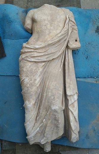 Мраморная статуя, найденная при раскопках Мирмекийского городища в Керчи