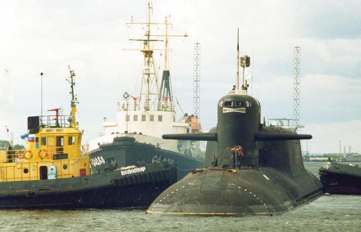 """Ракетный подводный крейсер """"Брянск"""" (справа)"""