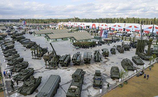 Выставка вооружений на открытии Международного военно-технического форума «Армия-2015», июнь 2015 года Фото: «РИА Новости»