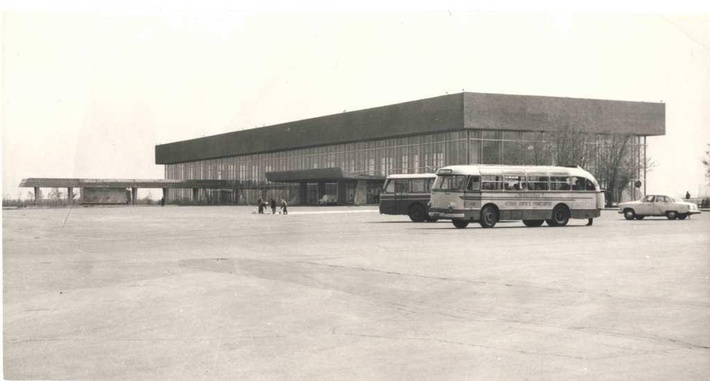 Архивное фото старого терминала