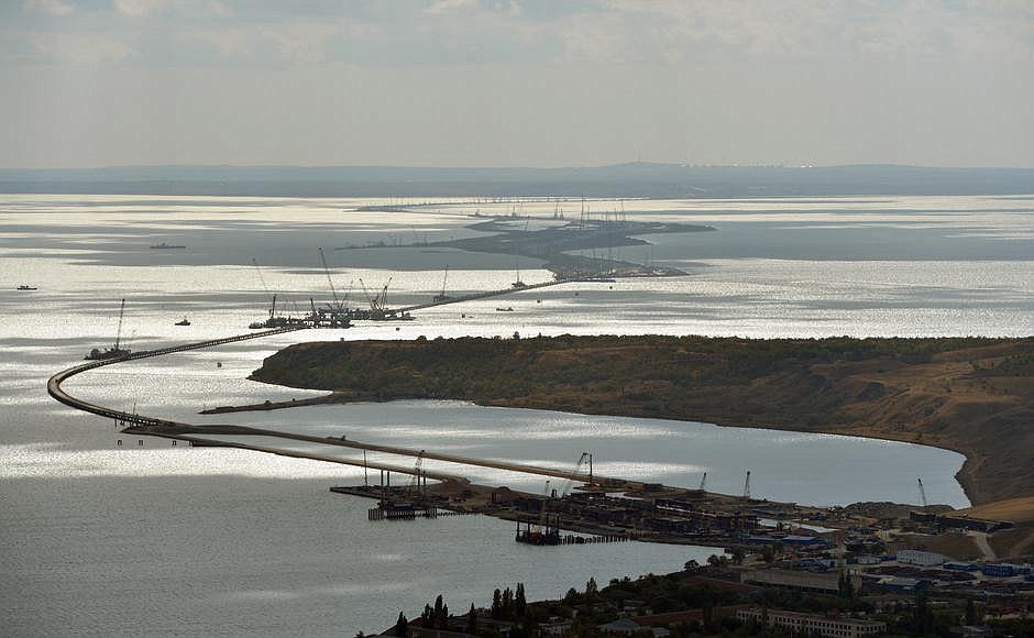 Керченская переправа снова начала работать после простоя из-за тумана - Цензор.НЕТ 9617