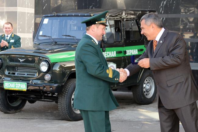 В преддверии Дня работников леса ключи от 31 автомобиля УАЗ получили
