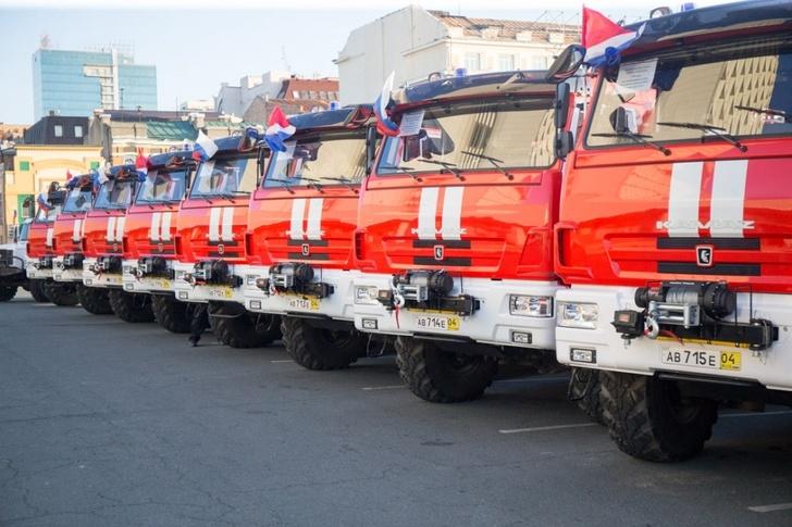 10 новых пожарных машин передали для работы в северных районах Приморья