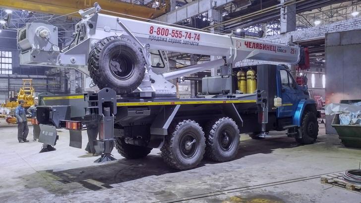 Челябинский механический завод освоил выпуск автокранов ЧЕЛЯБИНЕЦ «Серия плюс» на газовом шасси