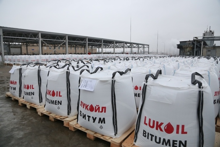 ЛУКОЙЛ начал производство нового дорожного битума с увеличенным сроком службы