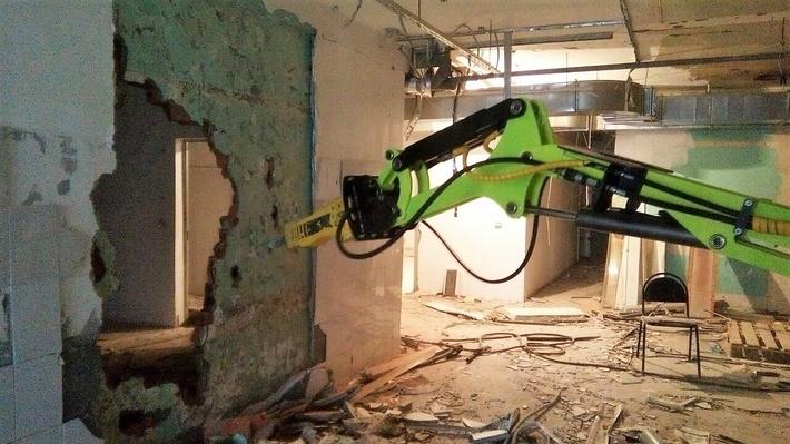 """Пример работы робота """"Бетонолом 2000"""". Демонтаж стеновых перегородок."""
