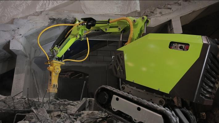 """Пример работы робота """"Бетонолом 2000"""". Демонтаж зданий и сооружений."""