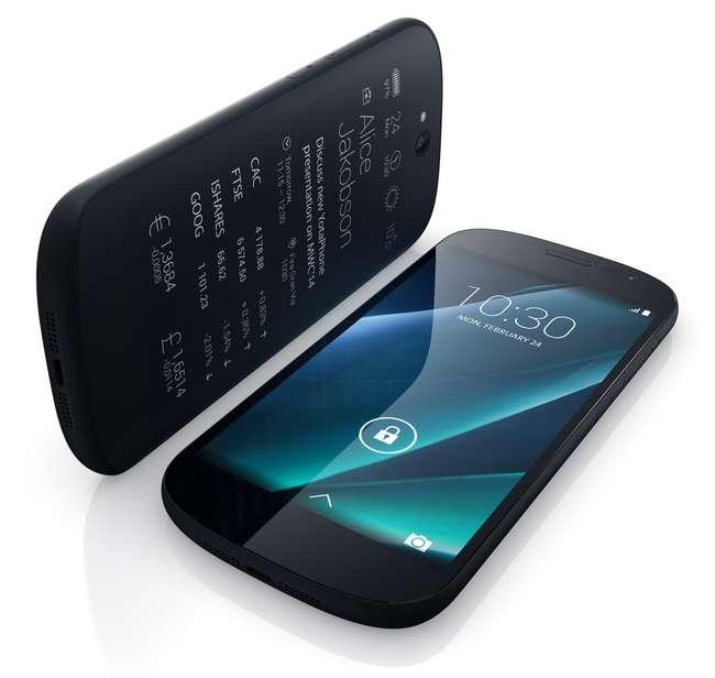 В отличие от первого поколения, в новой модели YotaPhone использован полностью сенсорный экран E-Ink