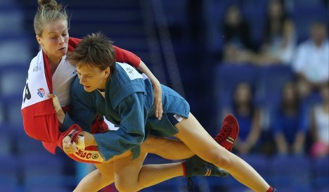 Елена Бондарева (в синем) и Олена Кинитска