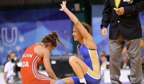 Российская спортсменка Екатерина Краснова (справа)