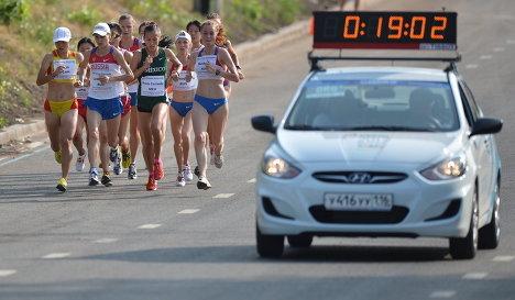 Участницы полумарафонского забега среди женщин