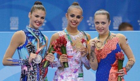 Александра Меркулова (Россия) - серебряная медаль, Маргарита Мамун (Россия) - золотая медаль, Силвия Митова (Болгария) - бронзовая медаль.