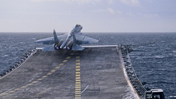 Тяжёлый, надёжный, свой: «Адмирал Кузнецов» заменит в ВМФ корабли типа «Мистраль»