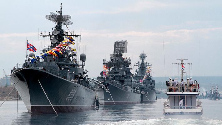 Главный военно-морской парад в Петербурге. Участвовали и корабли из Китая.