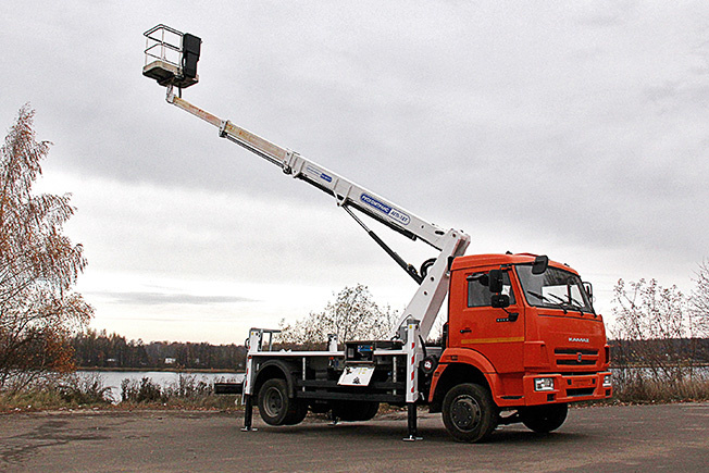 «РУСКОМТРАНС» изготовил телескопический автогидроподъемник на базе КамАЗ-4308