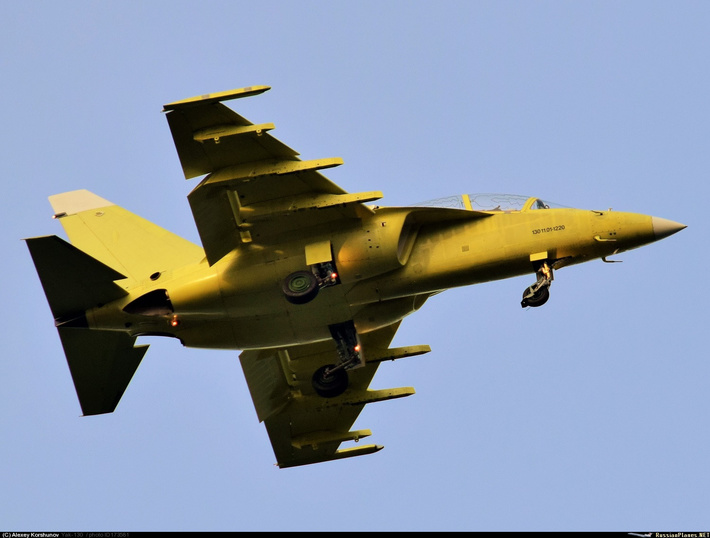 Тип: Яковлев Як-130 Бортовой: Иркутское АПОY GM AOPA   Иркутск-2 (ИАПО) (UIIR) Россия Алексей Коршунов (c) 11 сентября 2015 Заводской номер:130 11.01-1220