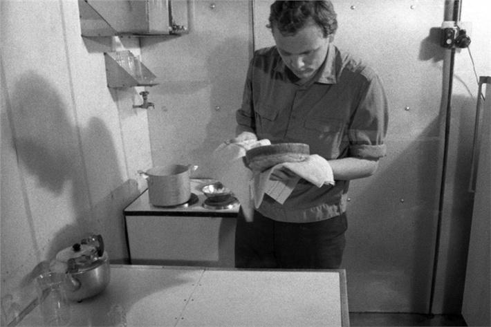 Выпечен свежий хлеб из выращенной пшеницы в экспериментальной установке «БИОС-3»