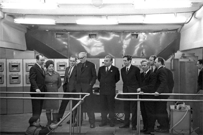 В 1980 году академик Михаил Лаврентьев, во время визита в Красноярск, посетил отдел биофизики института. Ему представили установку «БИОС-3», в которой в 1973 году был проведен шестимесячный эксперимент