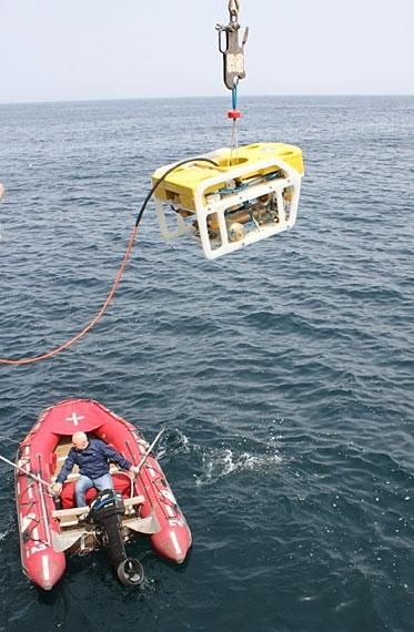 """в условиях открытого моря на борту парусника """"Надежда"""" прошли испытания подводного аппарата """"МАКС-300"""""""