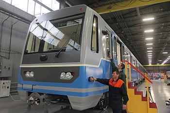 Новосибирские власти купили два новых состава для метро