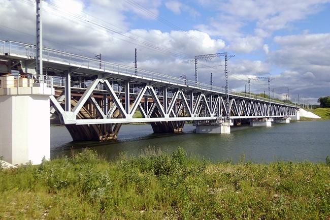 2010.09.09 Железнодорожный мост через Любовское водохранилице (2ой переезд, Новомосковск) - 275м