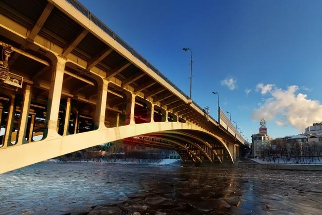 2000 Андреевский автодорожный мост (Москва) - ~135м