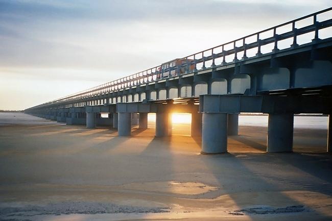 2003.10 Мост через залив Чайво (Сахалин) - 830м