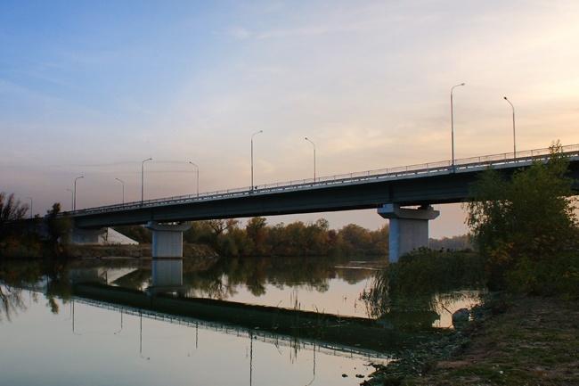 2006.08 Мост через реку Сухая (Цимлянское шоссе, Волгодонск - Цимлянск) - 360м