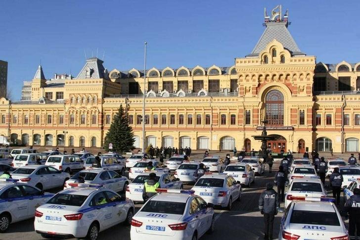 Дмитрий Краснов принял участие в передаче 126 автомобилей МВД региона. Фото: ГУ МВД России по Нижегородской области