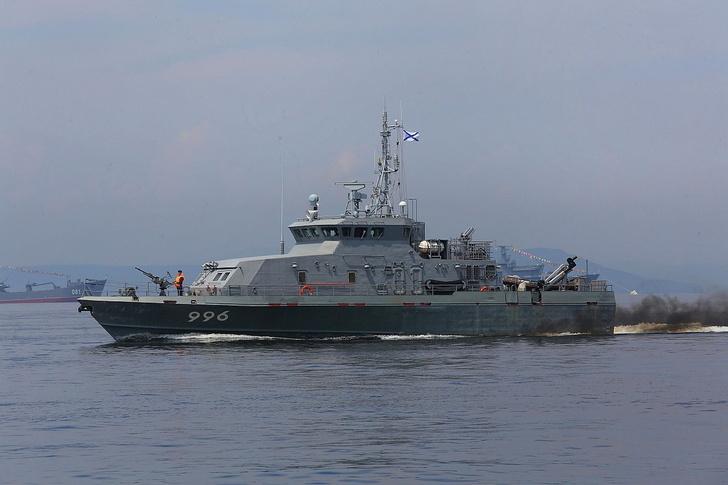 На противодиверсионном катере 21980 «Грачонок» Тихоокеанского флота поднят Андреевский флаг