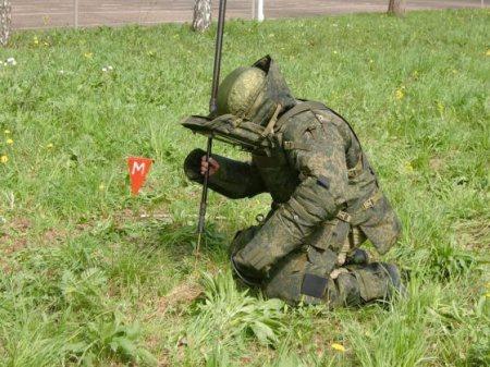 Новые защитные костюмы ОВР-1 «Сокол» для саперов ВС России