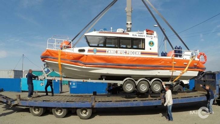 На вооружение камчатских инспекторов ГИМС поступил новый катер «Марлин 900 Cabin»