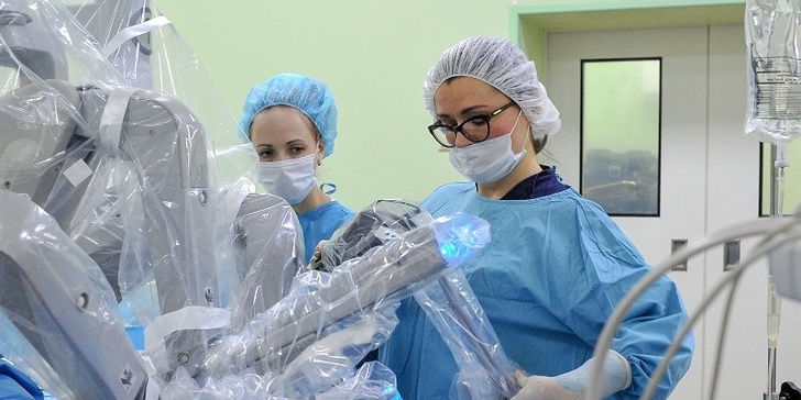 Московские врачи провели первую в России операцию по удалению грыжи с помощью робота Da Vinci