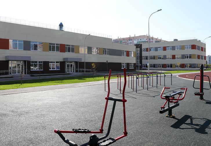 Здравствуй, школа! В День знаний в Магнитогорске распахнуло двери новое учебное заведение