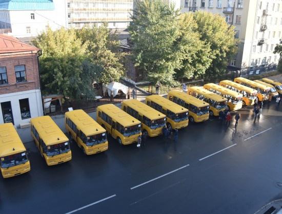 В школы Новосибирской области отправлено 19 новых автобусов