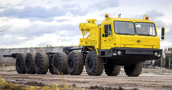 Брянский автомобильный завод представил внедорожный тягач для нефтяников