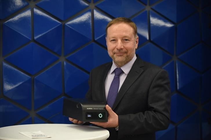 АЛРОСА представила серийный детектор для проверки подлинности бриллиантов