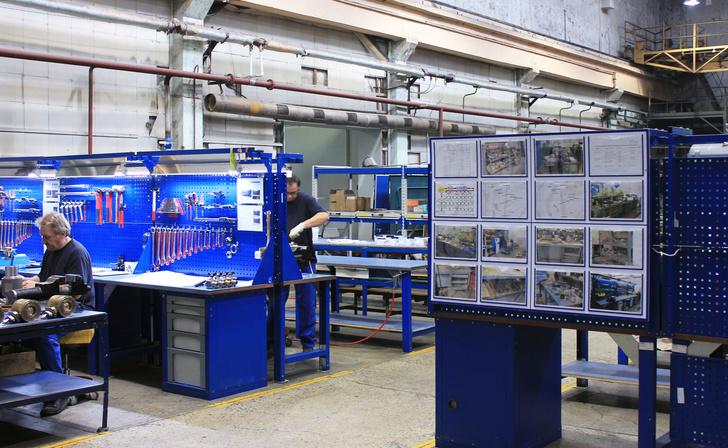 Помимо удобного расположения инструментов, на рабочих местах теперь присутствуют визуализированные стандарты организации рабочего пространства и обслуживания оборудования