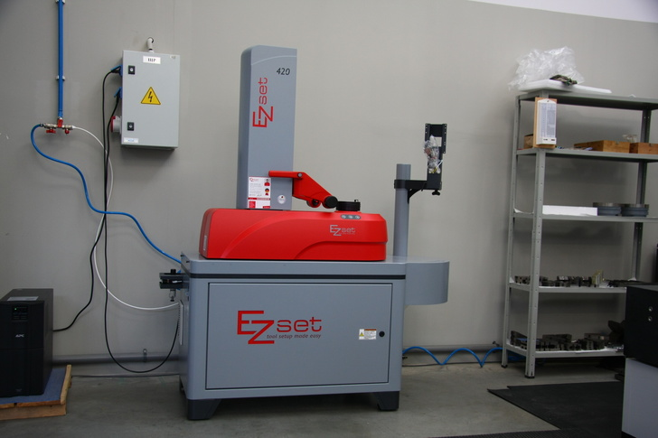 Установка для размерной настройки режущего инструмента EZset420