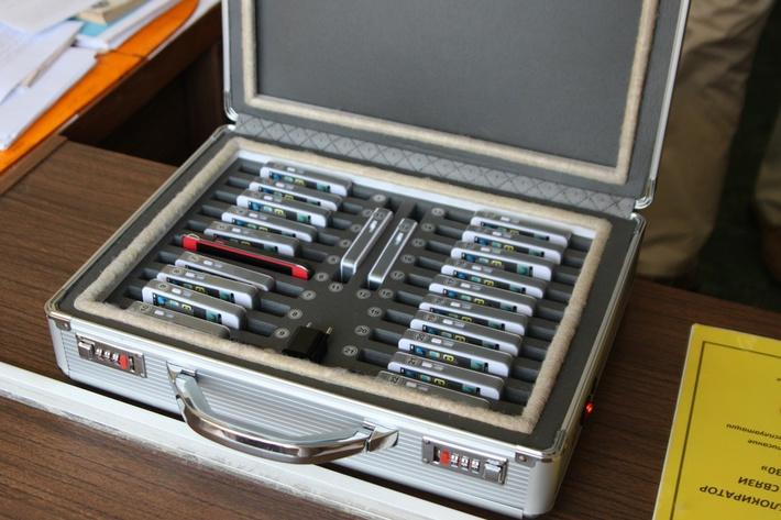 Чемоданчик для мобильных телефонов
