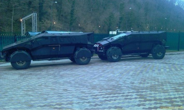 """Два варианта опытных образцов бронированной машины """"Фалькатус"""" (Falcatus) постройки ЗАО """"Форт Технология"""". Слева, предположительно, машина поздней версии (с) ВКонтакте"""