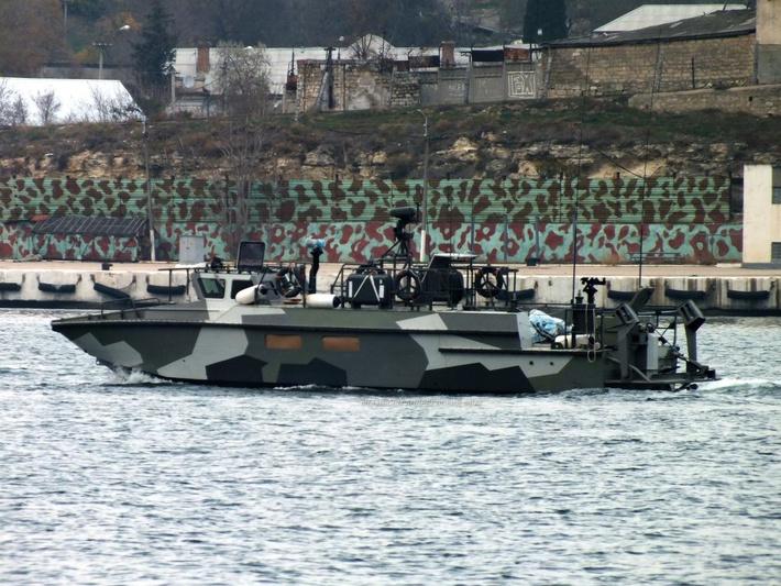 Скоростной десантный катер типа БК-16 во время испытаний в Севастопольской бухте. Ноябрь 2014