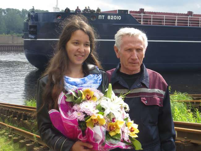 «Крёстная мать» нового судна инженер-конструктор Анна Мардарьева и ответственный сдатчик Валерий Боровков
