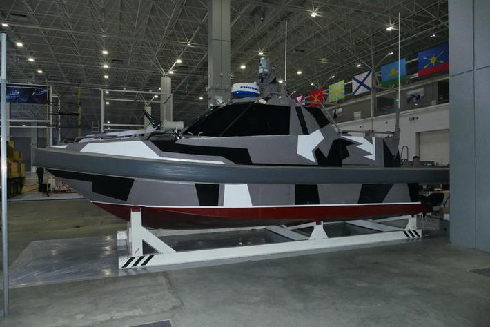 Боевых роботов представили на выставке в КВЦ «Патриот»