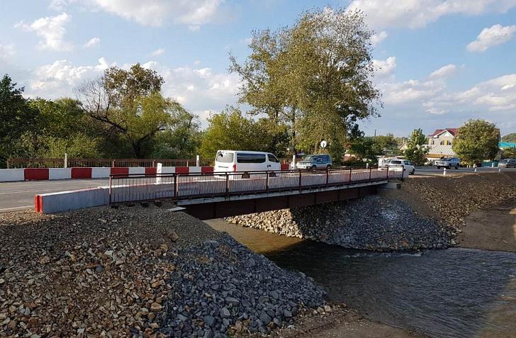 В Приморье открыли временный мост через реку Дачная в Арсеньеве