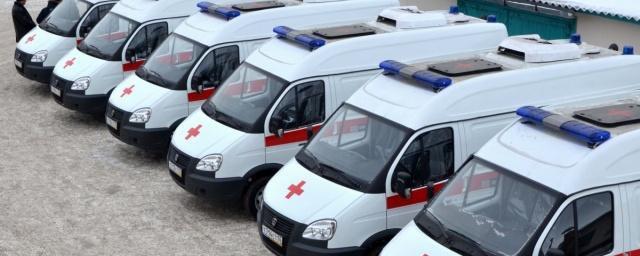 В Омске скорой помощи губернатор вручил 15 новых автомобилей