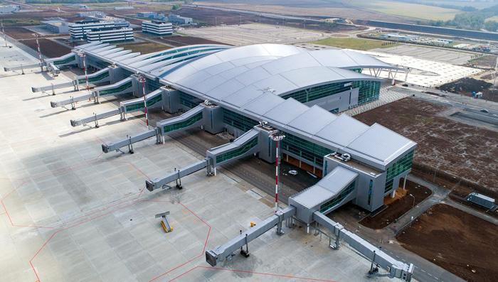 В остеклении аэропорта «Платов» применили нанотехнологичное стекло