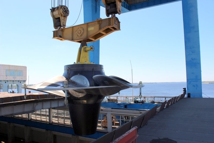 На Саратовской ГЭС смонтировали рабочее колесо десятой по счету турбины