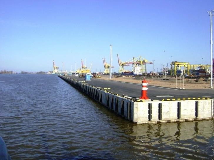 В морском порту Большой порт Санкт-Петербург введен в эксплуатацию новый причальный комплекс